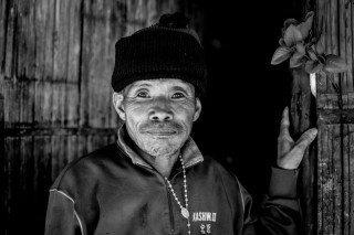 heckels.photography_oldman_doorway