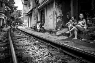 Black and White photo by Graeme Heckels Hanoi Street Photography Family